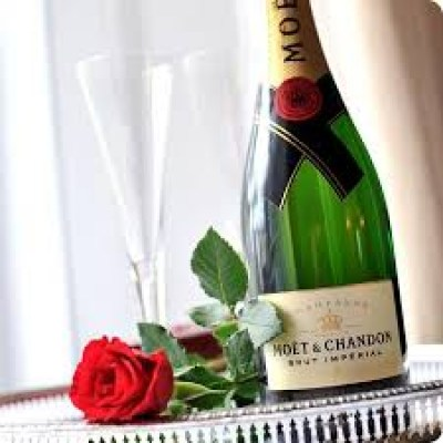 moet-chandon-single-red-rose